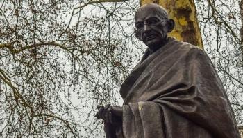 Quién fue Mahatma Gandhi exactamente y qué hizo?