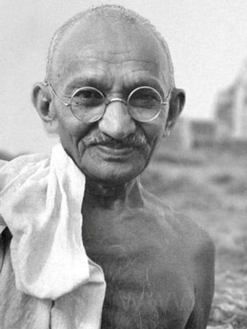 Mahatma Gandhi en el desierto