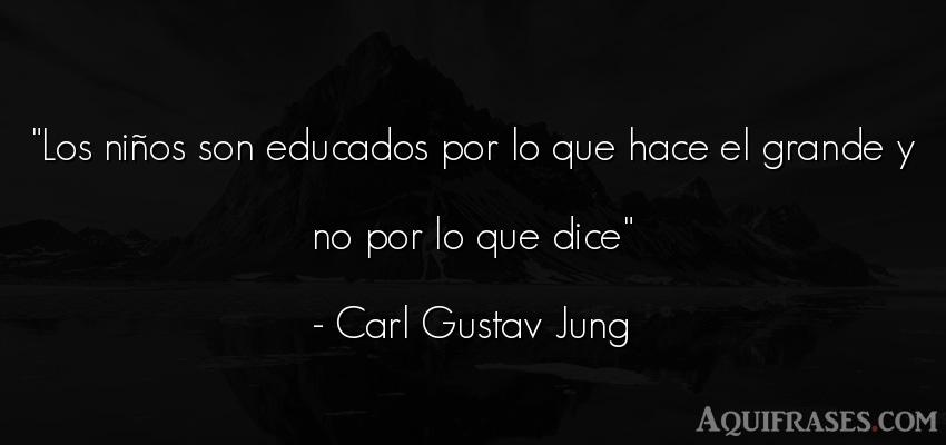 Frase de niño  de Carl Gustav Jung. Los niños son educados por