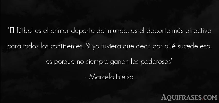 Frase de fútbol,  del medio ambiente,  deportiva  de Marcelo Bielsa. El fútbol es el primer