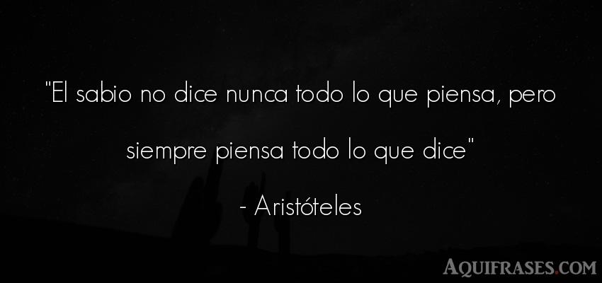 Frase sabia  de Aristóteles. El sabio no dice nunca todo