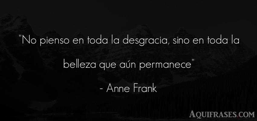 Frase inspiradora,  de belleza  de Anne Frank. No pienso en toda la