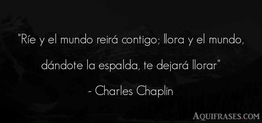 Frase para reflexionar,  de sociedad  de Charles Chaplin. Ríe y el mundo reirá