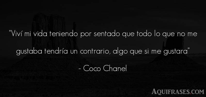 Frase de la vida  de Coco Chanel. Viví mi vida teniendo por