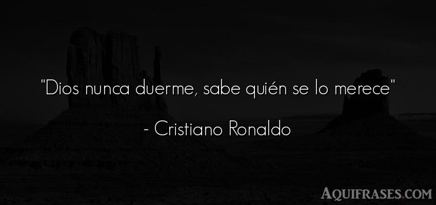 Frase de dio,  de fe  de Cristiano Ronaldo. Dios nunca duerme, sabe qui