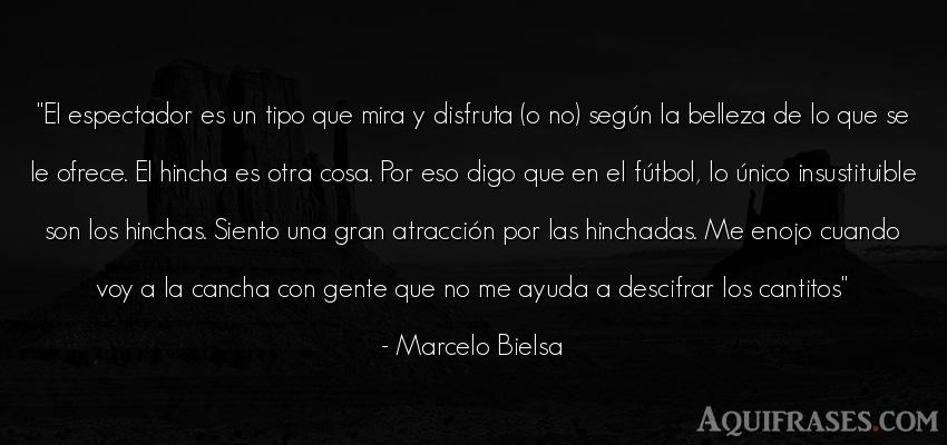 Frase de fútbol,  deportiva,  de sociedad  de Marcelo Bielsa. El espectador es un tipo que
