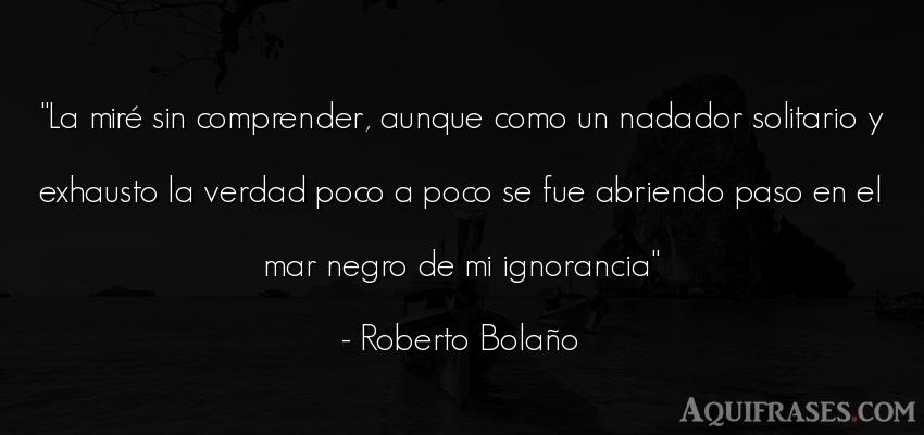 Frase realista  de Roberto Bolaño. La miré sin comprender,