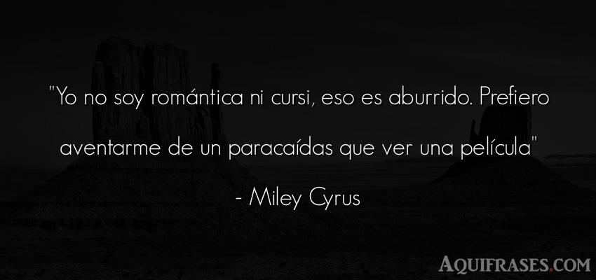 Frase de aburrimiento  de Miley Cyrus. Yo no soy romántica ni