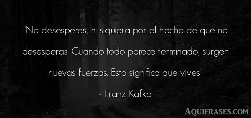 Frase motivadora  de Franz Kafka. No desesperes, ni siquiera