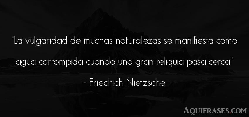 Frase filosófica,  del medio ambiente  de Friedrich Nietzsche. La vulgaridad de muchas